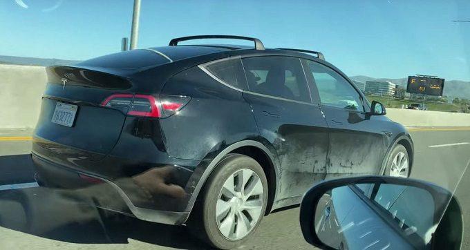 Bagażnik dachowy, relingi, Tesla Model Y