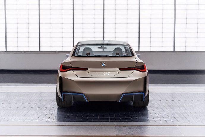 BMW i4 concept, przyspieszenie, moc, pojemność baterii