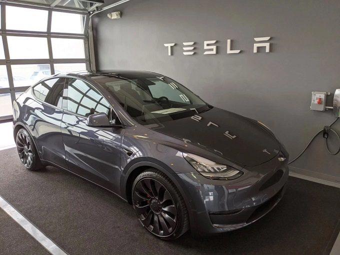 Tesla Model Y pierwsze dostawy do klientow w usa