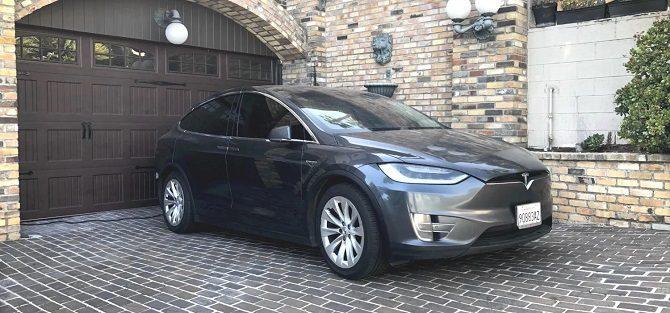 Tesla Model X z przebiegiem ponad 600 tys. kilometrów, Model X ponad 400 tys. mil przebiegu, największy przebieg w Tesli Model X, jakie naprawy, ile kosztują naprawy w Tesli Model X, co się psuje w Tesli Model X?