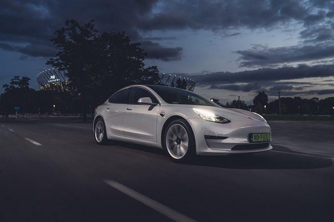 Tesla Model 3 Wynajem warszawa 3, tesla do ślubu