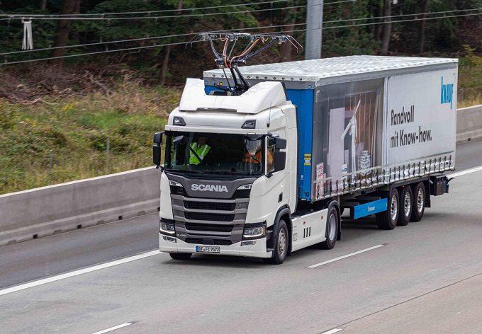 autostrada z siecią trakcyjną, tiry jeżdżące na prąd, niemcy, frankfurt