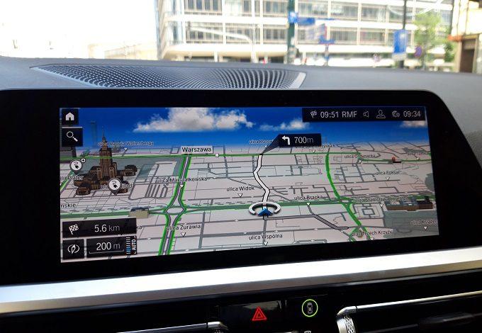 BMW 330e 2020 test, recenzja, opinie, czas ładowania, zasięg, moc ładowania, ładowarka, elektromobilność, samochody elektryczne, BMW, hybrydowe BMW laser led, nawigacja, ekran główny