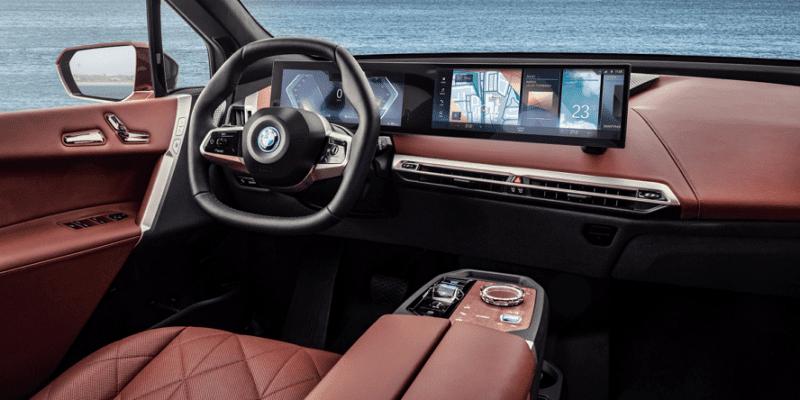 BMW iX xDrive kokpit